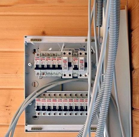 Электрический щиток подключен